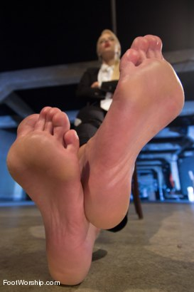 Photo number 14 from Reservoir Paws: 8 Feet and 40 Toes shot for Foot Worship on Kink.com. Featuring Brooklyn Lee, Aleksa Nicole, Anna Morna, Alan Stafford and Anikka Albrite in hardcore BDSM & Fetish porn.