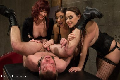 Photo number 7 from Milked To The Very Last Drop! shot for Divine Bitches on Kink.com. Featuring Maitresse Madeline Marlowe , Gia DiMarco, Chanel Preston and Jesse Carl in hardcore BDSM & Fetish porn.