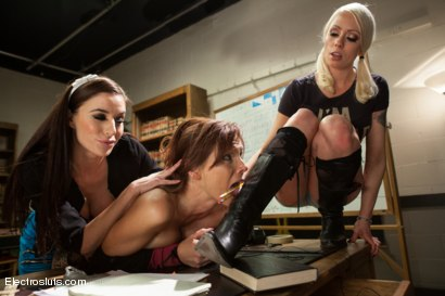 Photo number 3 from Tazed & Confused<br/>An Electrosluts Feature shot for Electro Sluts on Kink.com. Featuring Syren de Mer, Simone Sonay, Gia DiMarco and Lorelei Lee in hardcore BDSM & Fetish porn.