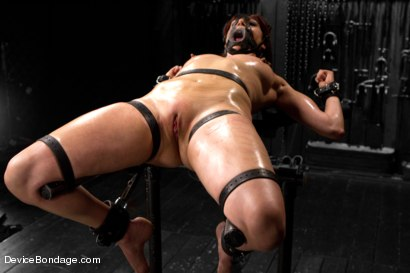 Photo number 4 from Mz Berlin vs Odile shot for Device Bondage on Kink.com. Featuring Mz Berlin and Odile in hardcore BDSM & Fetish porn.