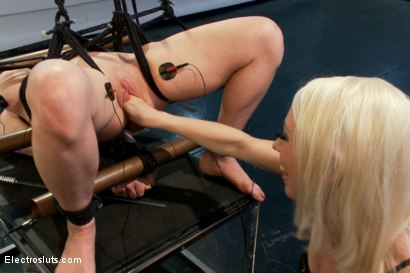 Photo number 16 from Darling VS Electrosluts! shot for Electro Sluts on Kink.com. Featuring Dee Williams and Lorelei Lee in hardcore BDSM & Fetish porn.