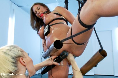 Photo number 9 from Ariel X is BACK!! shot for Electro Sluts on Kink.com. Featuring Lorelei Lee and Ariel X in hardcore BDSM & Fetish porn.