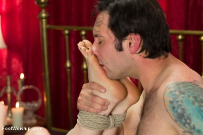 Photo number 14 from The Foot Specialist shot for Foot Worship on Kink.com. Featuring Lorelei Lee, Tommy Pistol and Juliette March in hardcore BDSM & Fetish porn.