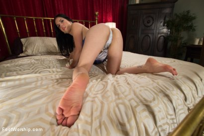 Photo number 1 from The Foot Specialist shot for Foot Worship on Kink.com. Featuring Lorelei Lee, Tommy Pistol and Juliette March in hardcore BDSM & Fetish porn.