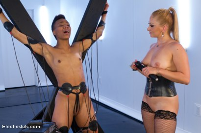 Photo number 8 from A Heavy Electric Finale for Nikki Darling shot for Electro Sluts on Kink.com. Featuring Lea Lexis and Nikki Darling in hardcore BDSM & Fetish porn.