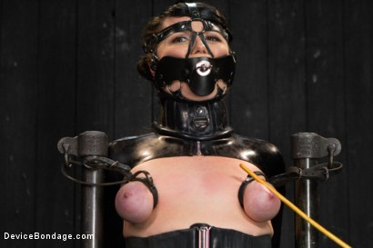 Photo number 2 from Siouxsie Q vs Claire Adams shot for Device Bondage on Kink.com. Featuring Siouxsie Q in hardcore BDSM & Fetish porn.