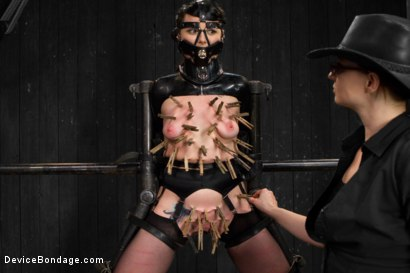 Photo number 4 from Siouxsie Q vs Claire Adams shot for Device Bondage on Kink.com. Featuring Siouxsie Q in hardcore BDSM & Fetish porn.