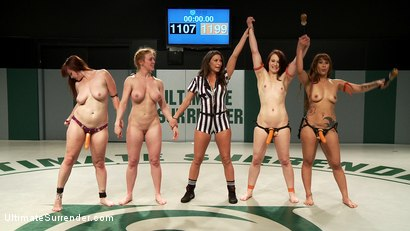 Photo number 2 from Biggest loser Gang Bang. Darling gets fucked by her own team mate shot for Ultimate Surrender on Kink.com. Featuring DragonLily, Bella Rossi, Cheyenne Jewel and Dee Williams in hardcore BDSM & Fetish porn.