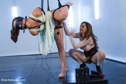 Photo number 1 from Power Top vs. Power Bottom: The Sexy Francesca Le and Kristina Rose  shot for Electro Sluts on Kink.com. Featuring Francesca Le  and Kristina Rose in hardcore BDSM & Fetish porn.