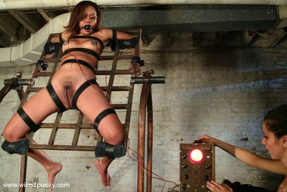 Photo number 14 from Annie Cruz shot for Wired Pussy on Kink.com. Featuring Annie Cruz in hardcore BDSM & Fetish porn.