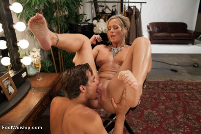 Photo number 11 from MILF Cougar With Sweaty Feet! shot for Foot Worship on Kink.com. Featuring Simone Sonay and Tyler Nixon in hardcore BDSM & Fetish porn.