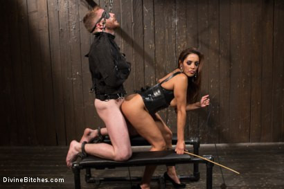 Photo number 13 from You smell like a bitch and not the good kind. shot for Divine Bitches on Kink.com. Featuring Francesca Le  and Sebastian Keys in hardcore BDSM & Fetish porn.
