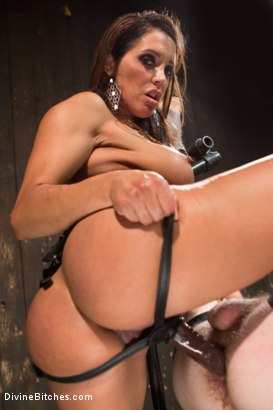 Photo number 5 from You smell like a bitch and not the good kind. shot for Divine Bitches on Kink.com. Featuring Francesca Le and Sebastian Keys in hardcore BDSM & Fetish porn.