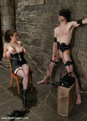 Photo number 14 from Elliot Skellington and Princess Donna Dolore shot for Men In Pain on Kink.com. Featuring Princess Donna Dolore and Elliot Skellington in hardcore BDSM & Fetish porn.