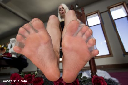 solo foot tease