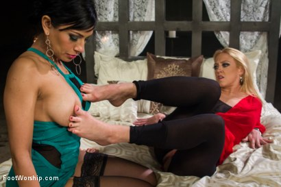 Photo number 8 from Darling's Wet Foot Dream shot for Foot Worship on Kink.com. Featuring Dee Williams and Beretta James in hardcore BDSM & Fetish porn.