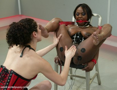 Photo number 4 from Jada Fire and Princess Donna Dolore shot for Wired Pussy on Kink.com. Featuring Jada Fire and Princess Donna Dolore in hardcore BDSM & Fetish porn.