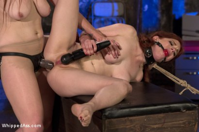 Photo number 14 from Drug Mules shot for Whipped Ass on Kink.com. Featuring Penny Pax, Bella Rossi and Ella Nova in hardcore BDSM & Fetish porn.