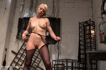 Photo number 15 from Divine Dungeon: A new slave is trained shot for Divine Bitches on Kink.com. Featuring Lorelei Lee and Reed Jameson in hardcore BDSM & Fetish porn.