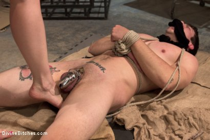 Photo number 10 from Divine Dungeon: A new slave is trained shot for Divine Bitches on Kink.com. Featuring Lorelei Lee and Reed Jameson in hardcore BDSM & Fetish porn.