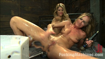 Hotness SQUIRTING – TWO BABES FUCKING & CUMMING ALL OVER THE MACHINES