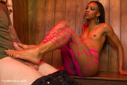 Photo number 19 from Nasty Bitch Nikki gets wet in Biker Bar shot for Foot Worship on Kink.com. Featuring Christian Wilde and Nikki Darling in hardcore BDSM & Fetish porn.