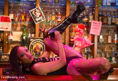 Photo number 4 from Nasty Bitch Nikki gets wet in Biker Bar shot for Foot Worship on Kink.com. Featuring Christian Wilde and Nikki Darling in hardcore BDSM & Fetish porn.