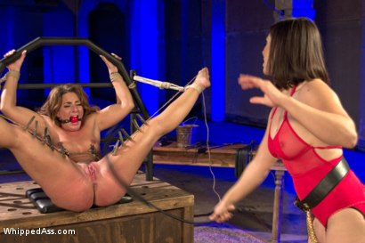 Photo number 5 from Squirting Anal Orgasms shot for Whipped Ass on Kink.com. Featuring Lea Lexis and Savannah Fox in hardcore BDSM & Fetish porn.