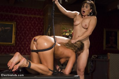 Photo number 17 from Lea Lexis: Electrosex Queen shot for Electro Sluts on Kink.com. Featuring Carter Cruise and Lea Lexis in hardcore BDSM & Fetish porn.