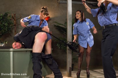 Photo number 1 from Relentless shot for Divine Bitches on Kink.com. Featuring Lea Lexis, Jonah Marx, Bella Rossi, Ariel X and Lorelei Lee in hardcore BDSM & Fetish porn.