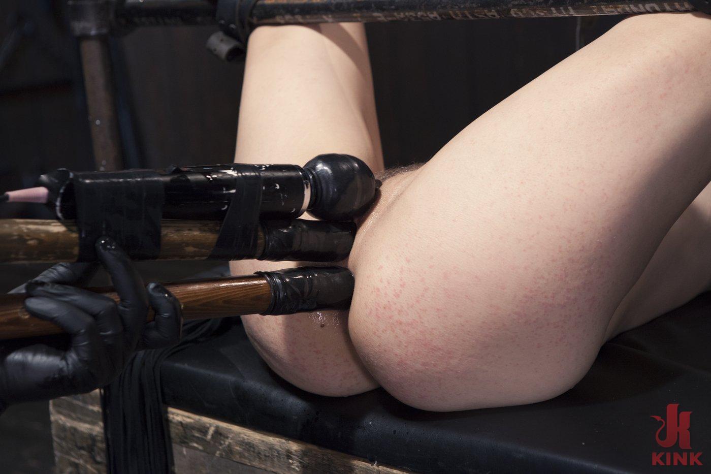 Hot nude babe naked upskirt