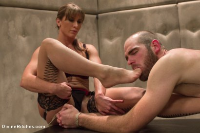 Photo number 6 from Women Rule The World shot for Divine Bitches on Kink.com. Featuring Chanel Preston, Ariel X and Jonah Marx in hardcore BDSM & Fetish porn.