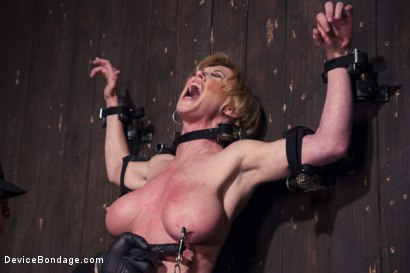 Photo number 3 from Darling's Decimation! shot for Device Bondage on Kink.com. Featuring Orlando and Dee Williams in hardcore BDSM & Fetish porn.
