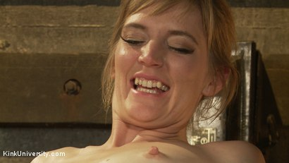 Photo number 20 from Oral Sex the Dominant Way - Blowjobs and Cunnilingus shot for Kink University on Kink.com. Featuring Mona Wales and Danarama in hardcore BDSM & Fetish porn.