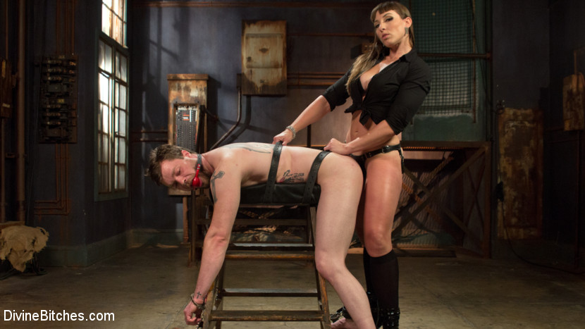 Mistress uses her bitch 5