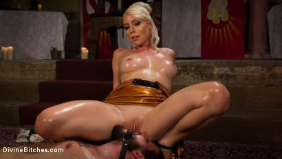 Photo number 8 from Divine Roman Holiday shot for divinebitches on Kink.com. Featuring Lorelei Lee and Nathan Bronson in hardcore BDSM & Fetish porn.
