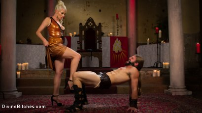 Photo number 4 from Divine Roman Holiday shot for divinebitches on Kink.com. Featuring Lorelei Lee and Nathan Bronson in hardcore BDSM & Fetish porn.