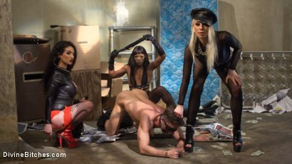 Photo number 3 from City of Sin: Entitled John Brought Down a Peg shot for Divine Bitches on Kink.com. Featuring Lance Hart, Lorelei Lee, Arabelle Raphael and Ana Foxxx in hardcore BDSM & Fetish porn.