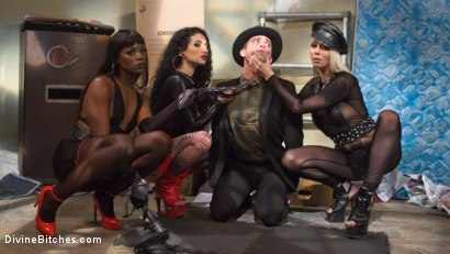 Photo number 5 from City of Sin: Entitled John Brought Down a Peg shot for Divine Bitches on Kink.com. Featuring Lance Hart, Lorelei Lee, Arabelle Raphael and Ana Foxxx in hardcore BDSM & Fetish porn.
