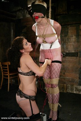 Photo number 7 from Rozen Debowe shot for Wired Pussy on Kink.com. Featuring Rozen Debowe in hardcore BDSM & Fetish porn.