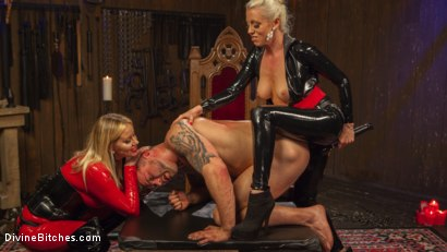 Photo number 15 from Fanboy Pussy Worship Dream Come True shot for Divine Bitches on Kink.com. Featuring Maitresse Madeline Marlowe , Tanner Tatum and Lorelei Lee in hardcore BDSM & Fetish porn.