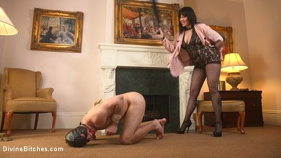 Photo number 5 from The Queen's Slave Training shot for Divine Bitches on Kink.com. Featuring Maitresse Madeline Marlowe  and Reed Jameson in hardcore BDSM & Fetish porn.
