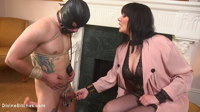 Photo number 8 from The Queen's Slave Training shot for Divine Bitches on Kink.com. Featuring Maitresse Madeline Marlowe  and Reed Jameson in hardcore BDSM & Fetish porn.