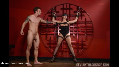 Photo number 3 from Submission 2: London Keyes, Mr. Pete shot for Deviant Hardcore on Kink.com. Featuring London Keyes and Mr. Pete in hardcore BDSM & Fetish porn.
