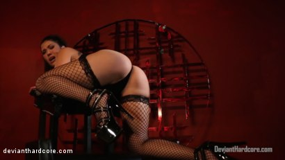 Photo number 9 from Submission 2: London Keyes, Mr. Pete shot for Deviant Hardcore on Kink.com. Featuring London Keyes and Mr. Pete in hardcore BDSM & Fetish porn.