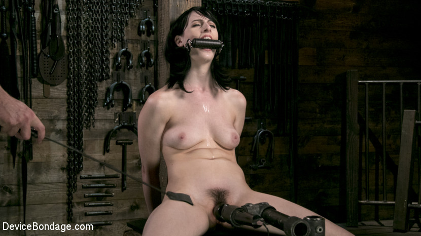 Fresh Meat – Alex Harper Gets Her 1st Taste of Domination and Bondage