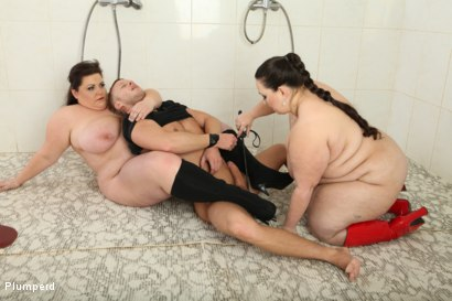 Photo number 15 from BBW Threesome In The Shower shot for Plumperd on Kink.com. Featuring Jitka, Viktorie and Denis Reed in hardcore BDSM & Fetish porn.