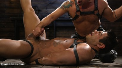 Photo number 15 from Bodybuilder Draven Navarro Takes Pain, Extreme CBT, and Gets Fucked shot for Bound Gods on Kink.com. Featuring Dominic Pacifico and Draven Navarro in hardcore BDSM & Fetish porn.