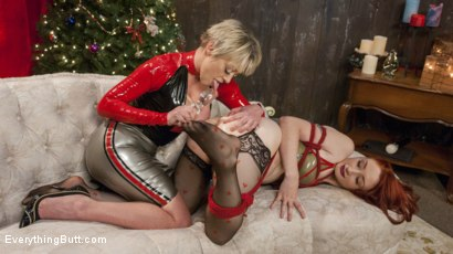 Photo number 4 from A Very ANAL Christmas with Dee Williams and Violet Monroe shot for Everything Butt on Kink.com. Featuring Dee Williams and Violet Monroe in hardcore BDSM & Fetish porn.