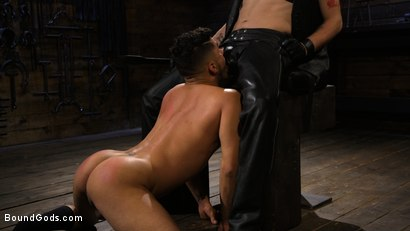Photo number 16 from New Slave Cesar Xes petitions the House shot for Bound Gods on Kink.com. Featuring Sebastian Keys and Cesar Xes in hardcore BDSM & Fetish porn.